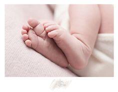 Ach te cudowne małe stópki ... czyli sesja noworodkowa w Łodzi 😍#fotografnoworodkowyłódź #fotografnoworodekłódź #fotografianoworodkowałódź #sesjanoworodekłódź #sesjanoworodkowałódź #śpioszek #noworodek #bornin2017 #dzidziuś #newborn #newbornphotographer #newbornphotoshoot #newbornphotographyłódź #fotograficznemarzenia #instaphoto #instaphotos #picoftheday #baby #beautifulmoments #stópki #mama #mummy #maternity Zapraszam do rezerwacji terminów 🤗  http://fotograficznemarzenia.pl 🌺