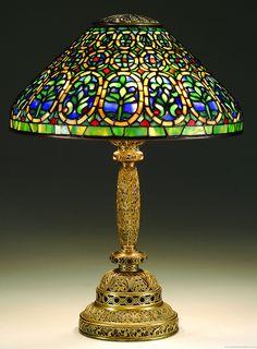 a fine Tiffany Studios Venetian table lamp Stained Glass Lamp Shades, Tiffany Stained Glass, Tiffany Glass, Tiffany Kunst, Tiffany Art, Louis Comfort Tiffany, Antique Lamps, Vintage Lamps, Chandeliers