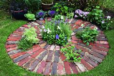 Make a rustic brick planting circle — Garden Answers Brick Pathway, Brick Paving, Brick Garden, Gravel Garden, Garden Paths, Herb Garden, Stone Path, Inexpensive Backyard Ideas, Outdoor Ideas
