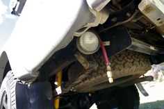 2001 Toyota Tacoma :: Expedition Overland Vehicle Builds - Easy access air hose.