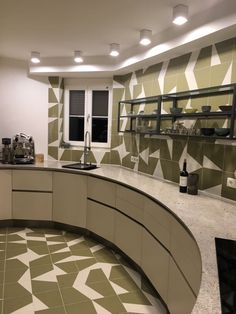 Runde Küche vergrößert engen Raum Table, Furniture, Home Decor, Round Kitchen, Homemade Home Decor, Mesas, Home Furnishings, Desk, Decoration Home