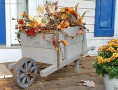 DIY - Vintage Looking wooden wheelbarrow - Fall decor