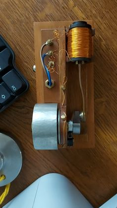 Electronics Mini Projects, Electronics Basics, Electronic Circuit Projects, Electronic Engineering, Tesla Coil Circuit, Diy Tesla Coil, Arduino, Projetos Raspberry Pi, Nikola Tesla Patents