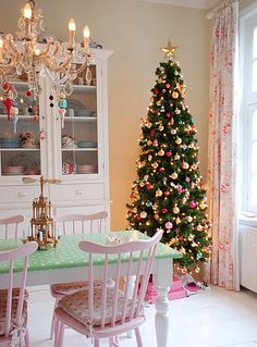 This is a cute vintage-style Christmas dining room. We love the pink chairs! Get the look by painting walls with Crown Paints matt emulsion in Snowdrop and painting chairs with Crown non drip satin in Pink Sugar