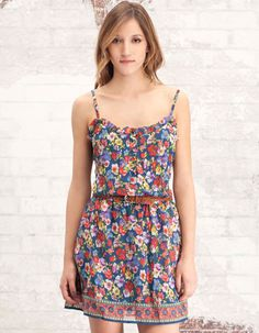 Vestido floral con goma en la cintura