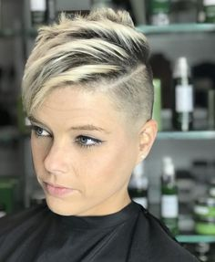 Short Hair Cuts Shaved, Pixie Cut Shaved Sides, Shaved Side Haircut, Very Short Pixie Cuts, Short Shaved Hairstyles, Shaved Pixie, Edgy Short Hair, Short Hair Undercut, Short Hair Trends