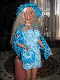 Een barbie jurk maken, dat wilde ik ook proberen.Het is zo leuk dat ik er ineens een heel setje van gemaakt heb !Deze barbie outfit zal zeker mijn