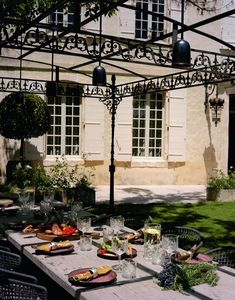 A Historic Farmhouse In Provence With Modern Rustic Interiors Modern Rustic Interiors, Contemporary Interior, Provence, French Farmhouse, Wabi Sabi, Outdoor Dining, Interior And Exterior, Table Settings, Garden