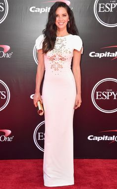 Olivia Munn from 2016 ESPYs Red Carpet Arrivals The X-Men: Apocalypse star brought NFL star beau Aaron Rodgers as her date. Or is it the other way around?