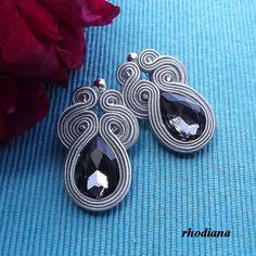 Boucles d'oreilles courtes soutache gris par RhodianaSoutache