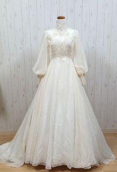 Muslimah Wedding Dress, Muslim Wedding Dresses, Wedding Hijab, Dress Muslimah, Hijab Bride, Hijab Dress, Robes Vintage, Vintage Dresses, Vintage 70s