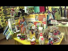 Yellow Door Art Market - virtual tour of this adorable shop in Berkley, Michigan! IT is set up like an antique mall, but with all handmade, modern works of art and crafts! This is adorable :)