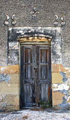 Doctor Coss, Nuevo León, Mexico, wooden door, weathered, details, architechture, entrance, portal, photo