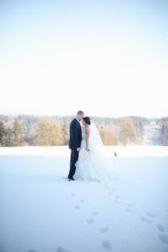 Chelsea + Dan's snow covered wedding was the definition of a Winter Wonderland. They couldn't' have asked for anything more beautiful! 1.14.17 | The Oregon Golf Club | Colleen Amelia Photography