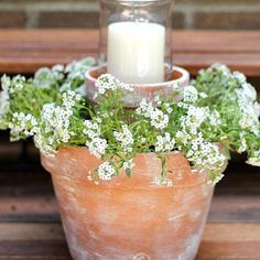 Patio Shabby Chic, Shabby Chic Terrasse, Flower Pot Centerpiece, Candle Wedding Centerpieces, Flower Arrangement, Country Patio, Country Farmhouse Decor, Farmhouse Garden, Country Kitchen