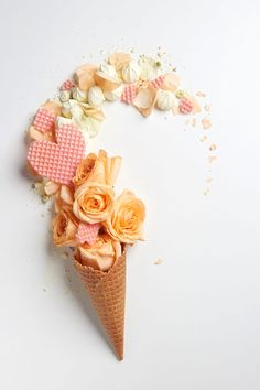 Waffle cone with composition of flowers and waffle heart Flowery Wallpaper, Food Wallpaper, Flower Phone Wallpaper, Cute Wallpaper Backgrounds, Pretty Wallpapers, Aesthetic Iphone Wallpaper, Ice Cream Flower, Ice Cream Art, Logo Patisserie