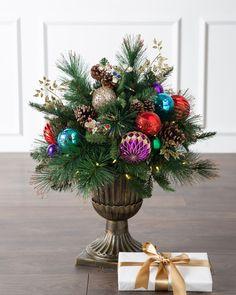 Outdoor Christmas Planters, Christmas Topiary, Luxury Christmas Tree, Decoration Christmas, Christmas Balls, Christmas Tree Decorations, Christmas Time, Christmas Wreaths, Christmas Ornaments