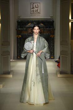 Abaya Fashion, Couture Fashion, Runway Fashion, Fashion Show, Fashion Dresses, Cocktail Outfit, Abaya Designs, Batik Dress, Oriental Fashion