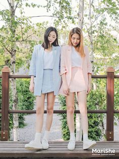 Popular fashion trend in Korea: Twin Look Dressing similarly with best friends in style . Fashion Male, Korean Fashion Teen, Korean Fashion Ulzzang, Korean Fashion Winter, Korean Street Fashion, Korea Fashion, Korean Outfits, Asian Fashion, Look Fashion