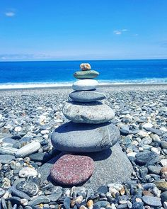 How do u like this? 😇 I heard that the Koreans like to stack stones like this so we can make a wish to have all dreams come true. I've stacked these pebbles up and made my wish here, now it's your turn ☺🙇💙🌟😇💙🌍🌟 #travelvideo #worldsbestbeaches #amazingtravel #amazingplacesonearth #secretbeaches #pebblebeach #gems #gemstones #naturegraphy #travelgram #taiwan #travelasia #avidtraveller #beach #ocean #waves #wind #oceanphotography #landscape #sea #view #travelphotography #worldtravelbook…