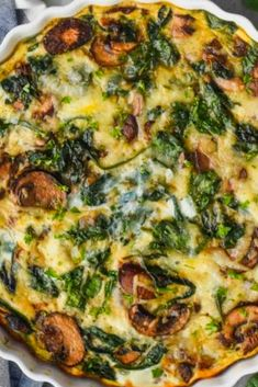 This Crustless Spinach Quiche is the perfect light breàkfàst! It is only 140 càlories per slice. With only 20 minutes of hànds on time you just càn't beàt this spinàch quiche recipe. Spinach Quiche Crustless, Mushroom And Spinach Quiche, Spinach Quiche Recipes, Veggie Quiche, Spinach Stuffed Mushrooms, Breakfast Quiche, Breakfast Dishes, Breakfast Recipes, Brunch Recipes