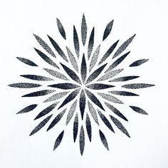Mandala Sun Tattoo, Mandala Tattoo Design, Tattoo Designs, Leg Tattoos, Tattos, Sleeve Tattoos, Geometric Mandala, Geometric Background, Repeating Patterns