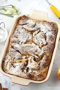 French toast from the oven with apple and cinnamon Dutch Recipes, Baking Recipes, Sweet Recipes, Dessert Recipes, Bread Recipes, Delicious Desserts, Yummy Food, Happy Foods, Tasty Dishes