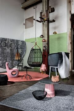 Ways to create stylish contrast using kilims and rugs in modern spaces