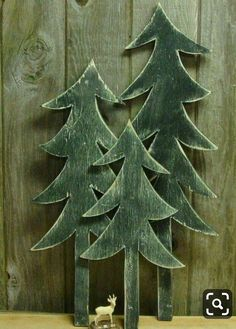 Vintage Wooden Christmas Tree Signs, 2013 Wooden Wall Art For Christmas - Christmas Craftings Wooden Christmas Crafts, Wood Christmas Tree, Christmas Tree Pattern, Noel Christmas, Primitive Christmas, Xmas Crafts, Xmas Tree, Rustic Christmas, Christmas Projects