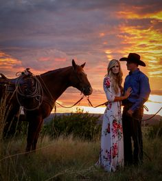 Fabulous Wedding Photography Secrets And Ideas Country Engagement Photos Dream pic - Country Couple Pictures, Cute Country Couples, Cute Couple Pictures, Horse Pictures, Western Engagement Photos, Engagement Pics, Fall Engagement, Engagement Photography, Wedding Photography