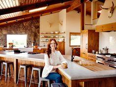 Food Network Magazine toured the kitchen at Pioneer Woman Ree Drummond's Oklahoma ranch. Ree Drummond, Drummond Ranch, Rustic Kitchen, Kitchen Decor, Kitchen Ideas, Open Kitchen, Kitchen Inspiration, Warm Kitchen, Huge Kitchen