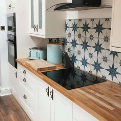 Tara\'s kitchen splashback used to consist of plain square cream tiles, but she wanted something with more personality, so she replaced them with our Blue Scintilla Pattern Tiles, which have. Kitchen Splashback Tiles, Kitchen Flooring, Glass Kitchen, Wooden Kitchen, Patterned Kitchen Tiles, Colourful Kitchen Tiles, Kitchen Floor Tile Patterns, Cream Kitchen Tiles, Kitchen Interior