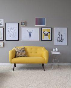 Para dar um charme naquela parede neutra basta criar um mix de quadros divertidos para valorizar o espaço. Detalhe para o sofá amarelo sofisticado e alegre.  Produção Casa Mobly  #producaomobly #inspiration #homedecor #inspiracao #casaedecoracao #casaejardim #moblybr #mobly #minhacasa #casa #decoration #homesweethome #saladeestar #saladejantar #pendente #decoracaodeinteriores #home #ambiente #quadros