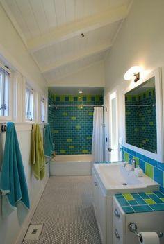 Salle de bain à la déco en vert et turquoise