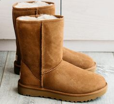 UGG BOOTS, The toe of our Classic has a distinguished slope that counterfeiters struggle to get right. It also features our signature whipstitch detailing along the seams. Ugg Classic Tall, Classic Ugg Boots, Classic Fashion Trends, Style Fashion, Uggs With Bows, Bow Uggs, Ugg Boots Outfit, Ugg Snow Boots, Winter Shoes