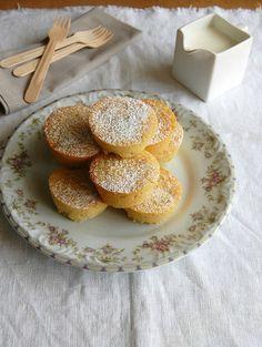 Little passion fruit and coconut cakes (with amaranth flour) / Bolinhos de maracujá e coco (com farinha de amaranto) by Patricia Scarpin, vi...