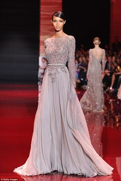 Couture Week Fugs and Fabs: Elie Saab Elie Saab: Runway - Paris Fashion Week Haute-Couture F/W – Go Fug Yourself Elie Saab Couture, Elie Saab Gowns, Elie Saab Bridal, Style Haute Couture, Couture Week, Elegant Dresses, Pretty Dresses, Evening Dresses, Prom Dresses