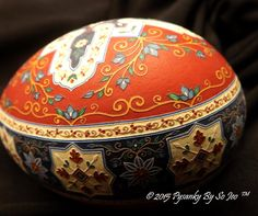 Can you see the how the lines are raised? All done by etching the shell with vinegar. #easter #egg #pysanky So Jeo