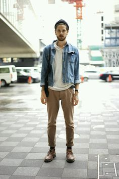 Gジャン×Tシャツ×チノパン×チャッカブーツ | メンズファッションスナップ フリーク | 着こなしNo:84192