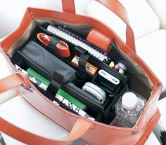 What You Need to Know Before Buying a School Bag for Girls – Bags & Purses School Bag Organization, Backpack Organization, What In My Bag, What's In Your Bag, My Bags, Purses And Bags, Uni Bag, Inside My Bag, What's In My Purse