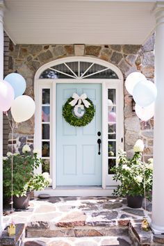 Super-sweet and simple birthday party decor for the entry way / front door!