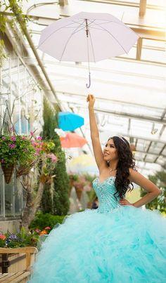 ¿Estás planeando una fiesta de quince años color azul Tiffany? necesitarás inspiración | Vestidos de Quinceanera | Quinceanera Dresses | Dresses |