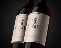Wine gold label design and logo for an australian wine producer.I made branding, art direction and packaging.