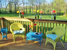 Wicker furniture is an excellent choice for decorating your balcony or garden; Ideas of painted wicker furniture for your inspiration. Wicker furniture can be made of natural or synthetic material, available in numerous designs to satisfy any taste. Painting Wicker Furniture, Outdoor Wicker Furniture, Wicker Chairs, Colorful Furniture, Patio Chairs, Outdoor Decor, Painted Furniture, Outdoor Spaces, Outdoor Living