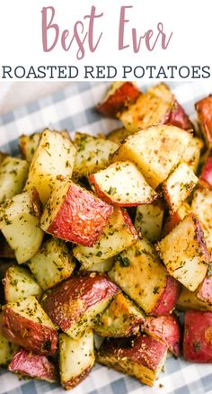 Roasted red potatoes are a delicious side dish that pairs perfectly with just a.Roasted red potatoes are a delicious side dish that pairs perfectly with just about everything. This oven roasted potatoes recipe is easy to make, Red Potatoes Oven, Red Skin Potatoes Recipe, Roasted Red Skin Potatoes, Crispy Potatoes, Red Skinned Potatoes, Recipe For Roasted Potatoes, Red Potatoes Healthy, Cooking Red Potatoes, Parmesan Roasted Potatoes