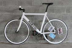 http://www.boutiquecycles.com/media/images/uploads/bikes/0582_fixieinc.jpg