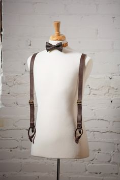 """These are genuine FULL GRAIN LEATHER suspenders HANDMADE IN US     Suspender details:    • 1"""" wide double sided straps   • Adjustable straps  • Antique brass clips  • Neatly packaged in a cotton bag with tags (Perfect as a gift!)  • Matching leather bow tie available (Receive 15% OFF bow tie and suspenders when buying together!)  • Handcrafted in New Orleans    Size:    Measure the distance from center-back waistline (diagonally over the shoulder) to the front waistline. When considering…"""