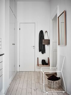 Garderobe & Flur Hee chair by HAY. Without a seat, there is no hallway: first storage for bag, seat Diy Interior, Interior And Exterior, Interior Decorating, Interior Stylist, Hallway Inspiration, Interior Inspiration, Decoration Hall, Minimal Home, Hallway Decorating