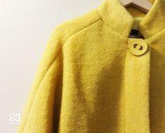 Detalle de abrigo de lana amarillo en 23CB en Lagasca 83. www.facebook.com/23CBCristinaBarrilero
