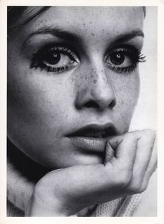 RARE 7X5 STAMPED RC PRESS PHOTO TWIGGY 1967 RONALD TRAEGER This photo was printed by permission in 1979